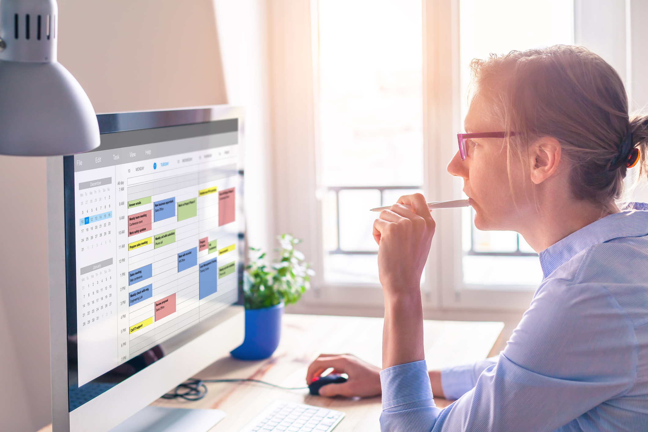 woman-looking-at-calendar-on-computer
